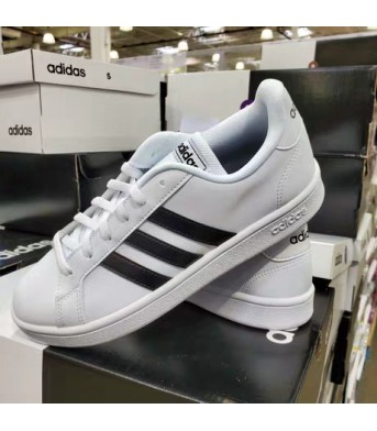 Adidas 5码 女士平底休闲鞋 (换小盒发货)